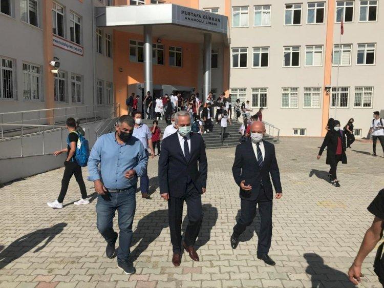 Isparta'da  binlerce öğrenci okullarına kavuşmanın sevincini yaşıyor.